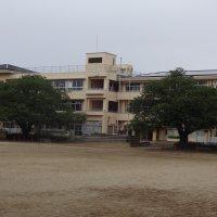 中根小学校 創立42年。